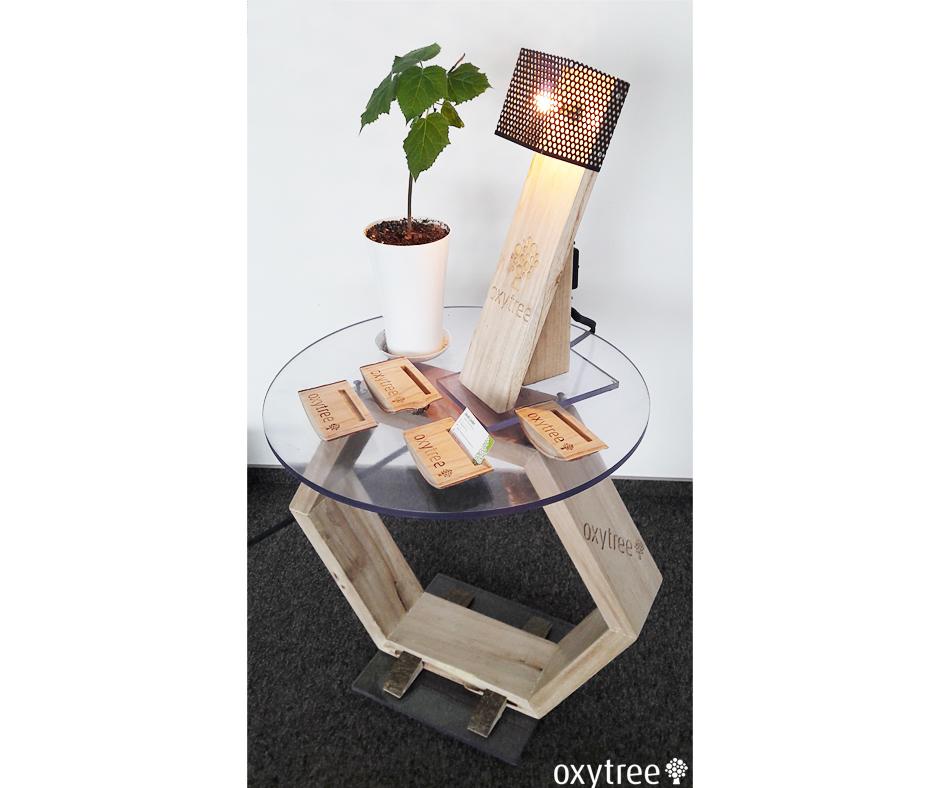 lampka i stolik